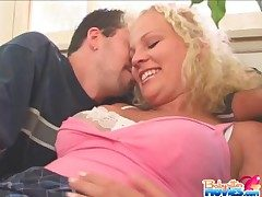Cute babysitter fucked wide of older impoverish